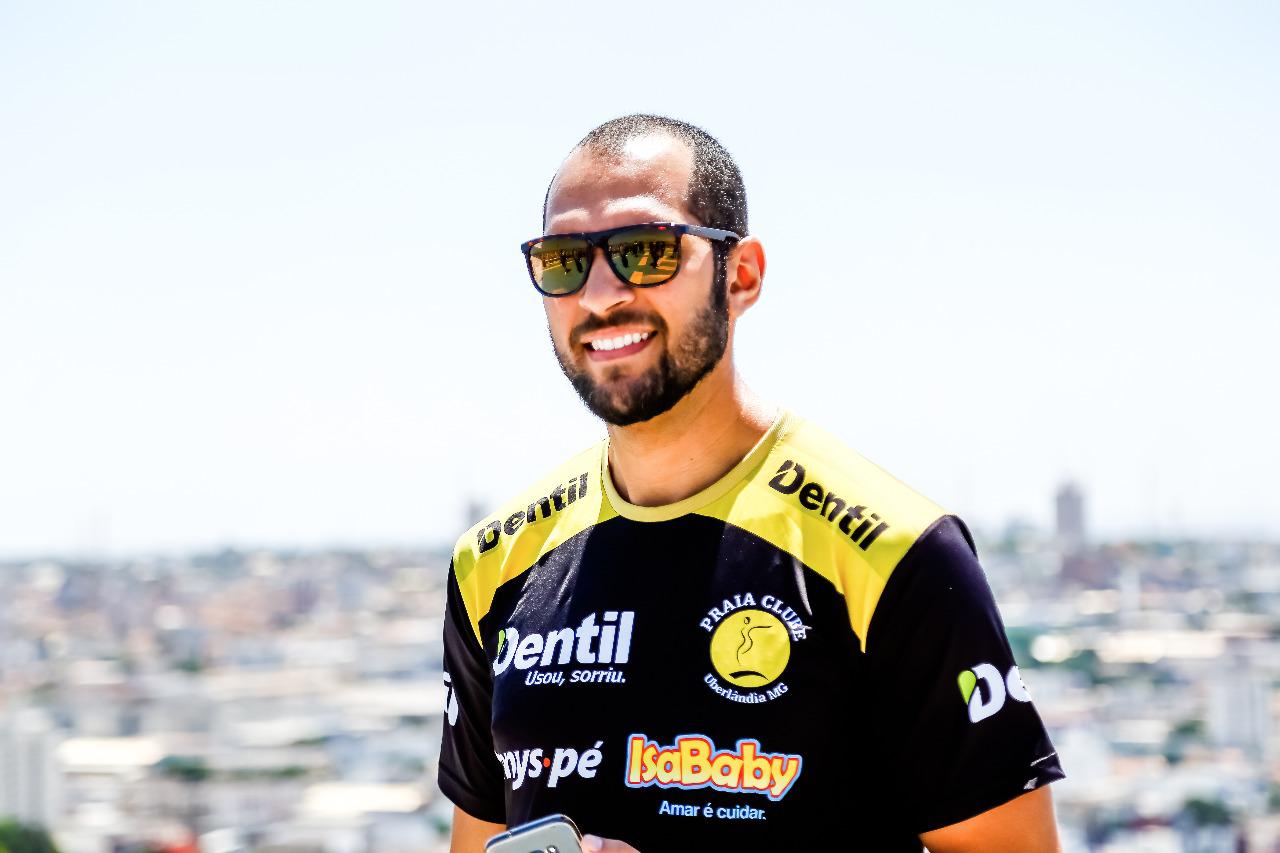 Egresso é fisioterapeuta da equipe de vôlei do Praia Clube