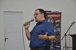 Maurício Ricardo realiza palestra na Unitri 1