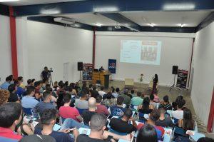 Maurício Ricardo realiza palestra na Unitri 2