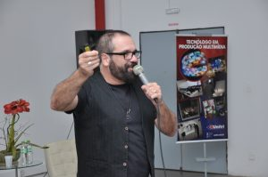 Maurício Ricardo realiza palestra na Unitri 3