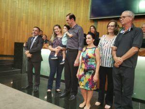 Gestor de Medicina Veterinária recebe homenagem na Câmara Municipal